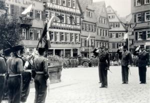 General Marie-Pierre Koenig auf dem Tübinger Marktplatz, 5. Juli 1946, Foto: Rotophot, Bildrechte: Stadtarchiv Reutlingen
