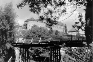 Behelfsbrücke Alleenbrücke, im Hintergrund Schloss Hohentübingen, September 1949, Foto: Kleinfeldt, Bildrechte: Stadtarchiv Tübingen