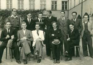Teilnehmer des ersten Tübinger Sommerferienkurses vor dem Collège Decourdemanche, Sommer 1946, Foto aus dem Privatbesitz von Hellmut Waller