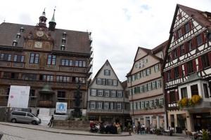 Marktplatz, Rathaus mit Neptunbrunnen, Herbst 2015, Foto: Bernhard Kleeschulte
