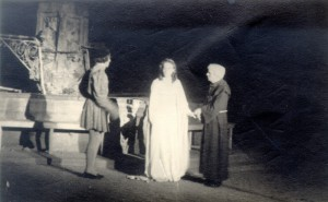 Margot Bieler et Hans Messemer dans la représentation en plein air de Roméo et Juliette