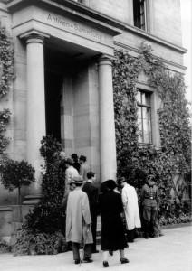 Eingang des Tübinger Kunstgebäudes in der Wilhelmstraße, 1946