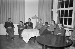 Des étudiants dans le Leibniz Kolleg, 1954, photographe : Kleinfeldt, droits : Archives municipales de Tübingen