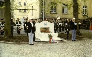 Cérémonie devant le monument aux morts de la Légion étrangère
