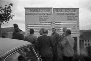 La pose des premières pierres de la Französische Schule, juillet 1954